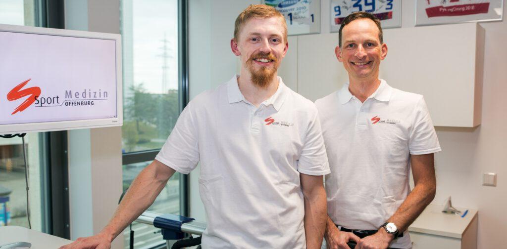 Carl-Maximilian Wagner und Dr. Lars Meiworm in der Sportmedizin Offenburg - schmal zugeschnitten